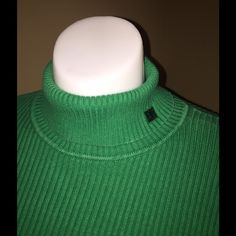LN EMERALD GREEN RL TURTLENECK SWEATER. GORGEOUS A GO TO SWEATER. PERFECT WITH JEANS, TROUSERS, SKIRTS. PAIR IT WITH A NAVY OR BLACK BLAZER & YOU HAVE A WINNER Ralph Lauren Sweaters Cowl & Turtlenecks