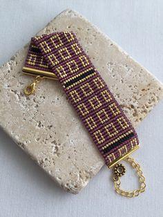 اسورة Peyote Stitch Patterns, Bracelet Patterns, Beading Patterns, Diy Jewelry, Beaded Jewelry, Jewelry Making, Beaded Bracelets, Hama Beads, Seed Beads