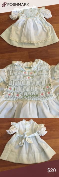 Polly Flinders vintage smock Hand smocked vintage dress in excellent condition.  So cute and quaint Polly Flinders Dresses Formal