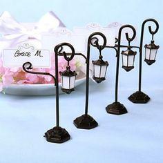 Marque place lampadaire Mariage Thème Paris (lot de 4) par Un Jour Spécial : accessoires & décorations de mariage