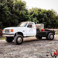 Kickin it old school Truck Flatbeds, Shop Truck, Lifted Trucks, Cool Trucks, Pickup Trucks, Ford Diesel Trucks, Rig Welder, Pipeline Welding, Welding Beds