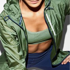 Light as a feather, wind- and water-resistant, the women's New Balance x J.Crew Lite Packable Jacket zips into its own pocket and is ready for anything.