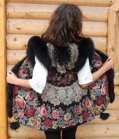 the russian kerchief-always in vogue. Holiday of kerchief in its home town Pavlov Posad Quirky Fashion, Folk Fashion, Fashion Line, Womens Fashion, Mode Russe, Russian Fashion, Vintage Coat, Event Dresses, Dresses