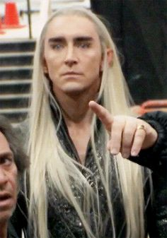 LOOK AT LEE'S EXPRESSION WHEN HE GETS TO SEE THRANDUIL'S THRONE FOR THE FIRST TIME
