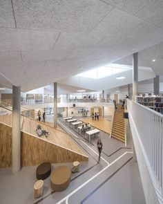At Skovbakken in Odder, near Aarhus in Denmark, students and teachers welcome their new school. A school that, in addition to being the biggest investment. Lobby Design, Atrium Design, Library Architecture, Interior Architecture, Interior Design, School Hall, School School, High School, Fine Arts School