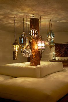 What a gorgeous lounge area! Hanging lanterns of varying shape, size and length is just perfect.