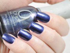 Orly Opposites Attract nas unhas. Esmalte Azul. Esmalte cintilante. Esmalte roxo. Esmalte metálico.