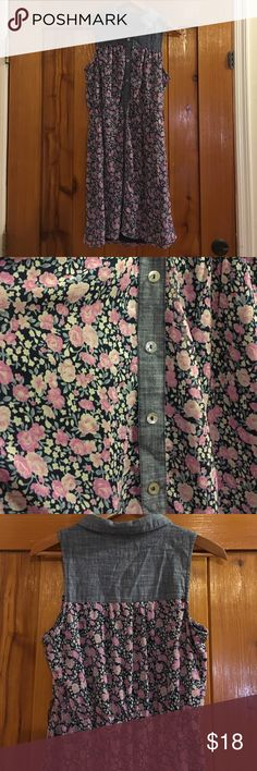Button Up Floral Dress In good condition! Very comfortable! Belt missing. Dresses Mini
