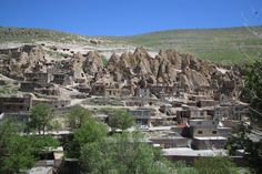 Image detail for -Şəkil:Village troglodyte kandovan iran. Great Places, Places To See, Beautiful Places, Earth Sheltered Homes, House On The Rock, Unusual Homes, Earth Homes, Tours, Sustainable Architecture