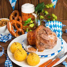 Lo stinco di maiale alla tedesca, in tedesco Schweinhaxe, è un tipico arrosto cotto al forno o alla brace della cucina bavarese. Lo avete mai assaggiato?