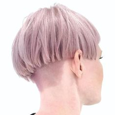 40 Ways to Rock a Bowl Cut Pink Blonde Layered Bowl Cut More from my site cutest bowl hair cut white blonde colour Cool Ways to Non-Ironically Rock a Bowl Cut Nowadays – Men Hairstyles World gitranegie Cool Blonde Hair Colour, Hair Color, Bowl Haircut Women, Short Hair Cuts, Short Hair Styles, Bowl Haircuts, Blonde Layers, Blonde Pixie, Pixie Hair