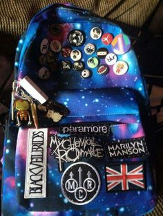 They even have the Union Jack, perfection for a Brit Hipster Grunge, Grunge Goth, Soft Grunge, Emo Bands, Music Bands, Grunge Fashion, Emo Fashion, Emo Scene, Cute Backpacks