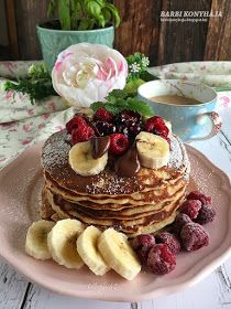 Pancakes are an American breakfast staple. Whether you prefer plain old buttermilk, blueberry, or chocolate chip, these spots offer the fluffiest stacks in NYC. Healthy Desserts, Delicious Desserts, Healthy Recipes, Healthy Food, Waffles, Pancakes, Smart Points, Caramel Pudding, Almond Butter