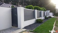 Front Wall Design, House Fence Design, Exterior Wall Design, Gate Designs Modern, Modern Fence Design, Front House Landscaping, Backyard Fences, Modern Entrance Door, Privacy Fence Designs