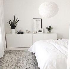 no Da avslutter vi kvelden med dette herlige soverommet hos… Home Bedroom, Bedroom Decor, Master Bedroom, Light Bedroom, Bedroom Ideas, Bedroom Dresser Styling, Nordic Bedroom, Bedroom Rustic, Bedroom Inspo