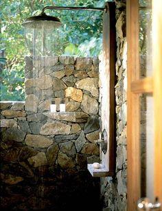 ducha para el aire libre...pjala haya agua suficiente!!!!