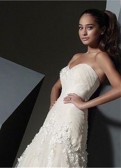 ELEGANT TULLE SATIN A-LINE SWEETHEART NECKLINE WEDDING DRESS WITH LACE APPLIQUES BEADED HANDWORK FLOWERS