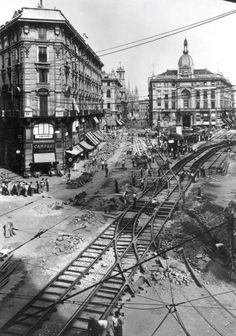 Old Images, Old Pictures, Old Photos, Nephilim Giants, Milan City, Building Images, Old Photography, Vintage Italy, History Photos