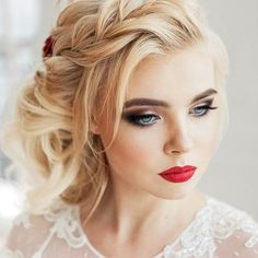 Wedding makeup is something that makes you cringe and smile at the same time. It happens that we know everything about it! Take your journey with us! #makeup #makeuplover #makeupjunkie #weddingmakeup