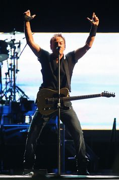Bruce Springsteen - Bruce Springsteen And The E Street Band In Concert             .          With good Photostream collection of Pics