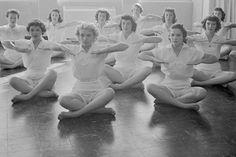 1953: Yoga class USA