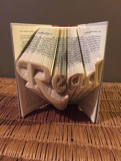 """Book folding pattern for the word """"Read"""" +Free tutorial by BookFoldingForever on Etsy"""
