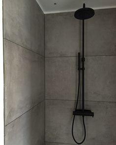 Bathroom, black details