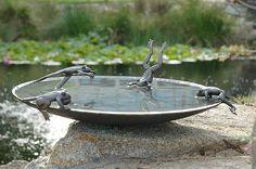 49 Unique Bird Bath Ideas: Design a Garden Spa for the Birds Diy Bird Bath, Bird Bath Garden, Witch's Garden, Garden Ponds, Garden Oasis, Bronze, Stone Bird Baths, Garden Frogs, Sculpture Metal