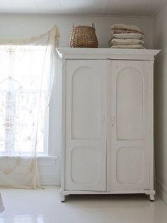 Ideas For Bedroom Vintage Wardrobe White Armoire White Wardrobe, Bedroom Wardrobe, Home Bedroom, Bedroom Decor, Painted Wardrobe, Master Bedroom, Queen Bedroom, Bedroom Sets, Bedding Sets