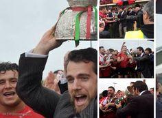 Henry comemora com os jogadores do time de Rugby de Jersey a vitória na Siam Cup 2015.