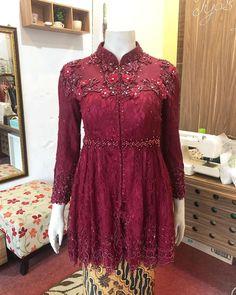 Source by widayusuf brokat Dress Brokat Muslim, Dress Pesta, Kebaya Muslim, Muslim Dress, Kebaya Modern Hijab, Model Kebaya Modern, Kebaya Hijab, Kebaya Brokat, Model Dress Kebaya
