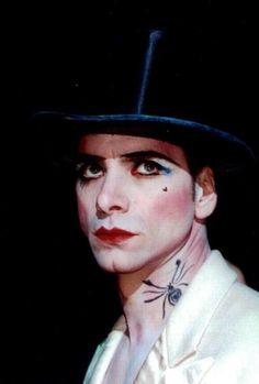 John Stamos as the Emcee in Cabaret Drag Makeup, Makeup Art, Hair Makeup, Circus Fashion, Theatre Costumes, Cabaret Costumes, Fairy Costumes, Dark Circus, Le Clown