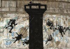 """Bansky - Gaza, Palestina """"Gaza se describe a menudo como 'la mayor prisión del mundo a cielo abierto' porque nadie tiene permiso para entrar o salir. Aunque eso es un poco injusto para las prisiones, ya que allí no les cortan la electricidad y el agua potable sin razón casi todos los días"""""""