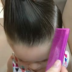 These are amazing tricks! DIY ideas, tips and tricks. These are amazing tricks! DIY ideas, tips and tricks. Cute Little Girl Hairstyles, Baby Girl Hairstyles, Kids Braided Hairstyles, Easy Toddler Hairstyles, Toddler Hair Dos, Toddler Girls, Girl Hair Dos, Hair Upstyles, Hair Videos