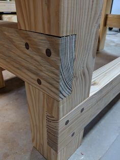 Walnut pinned joints in my new workbench : woodworking (With images) Woodworking Furniture Plans, Woodworking Joints, Woodworking Projects Diy, Diy Wood Projects, Furniture Projects, Wood Furniture, Woodworking Techniques, Furniture Vintage, Woodworking Organization