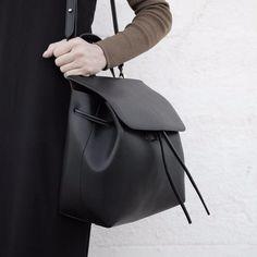 My AMAZING bag for @hielevencom !!😍▃▃▃▃▃▃▃▃▃▃▃▃▃▃▃▃▃▃▃▃......#naielli #babettesLook #ootdwatch #ontheblog #ootdpage#pursuepretty #flashesofthelight #streetstyle #thehappynow #postitfortheaesthetic #fashionsdiaries #fashionista #whatiworetoday #instafashion #instablogger #wiwt #nyblogger #monochrome #minimalism #fashion #vsco #thatsdarling #chasinglight #dayslikethese #darlingmovement