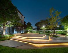 曼谷星座折线住宅 Astera Pride / Na Laan Studio Landscape Elements, Landscape Architecture Design, Light Architecture, Urban Landscape, Modern Landscape Lighting, Modern Landscaping, Backyard Landscaping, Exterior Lighting, Outdoor Lighting