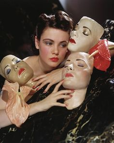 Actress Gene Tierney posed with three portrait masks made by Lillian Bettinger and two anthurium flowers. Get premium, high resolution news photos at Getty Images Photo Reference, Art Reference, Character Inspiration, Character Design, Foto Fantasy, Gene Tierney, Alphonse Mucha, Foto Art, Old Hollywood