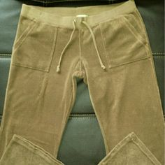 Juicy Couture flared leg comfy pants Fawn colored lounge wear pants in terrycloth with wide waistband and drawstring. Lo-rise, flared leg, front cargo pockets and two back pockets with snap flap closures. Excellent used condition. Juicy Couture Pants