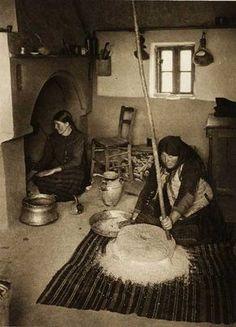 Romania - old photos - by Kurt Hielscher Old Pictures, Old Photos, Vintage Photographs, Vintage Photos, Romanian Women, Black And White Pictures, Tribal Art, Bucharest, Bratislava
