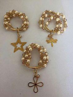 Trio de pulseras en cristal con perlas y dije
