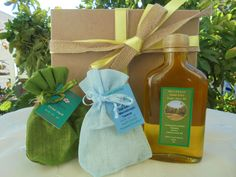 Set of Extra Virgin Olive Oil Homegrown Oregano & by MelirrousBees Traditional Greek Salad, Grilled Bread, Gourmet Gifts, Roasted Potatoes, Gift Sets, Greek Recipes, Natural Products, Olive Oil, Baskets