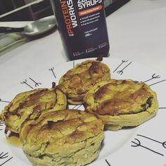 Muffins de batata doce com maple syrup da @mws.pt  a receita dos muffins já foi publicada aqui umas fotos atrás  #snack #runningforpancakesblog ( # @anaisagoncalves)