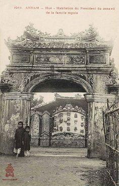 Annam - Hué - Habitation du Président du conseil de la famille royale    Annam - Hue - Home of the Chairman of the Royal Family History Of India, Vietnam History, Saigon Vietnam, French Colonial, Chinese Architecture, Antique Photos, Vintage Photos, Old Pictures, Old Photos
