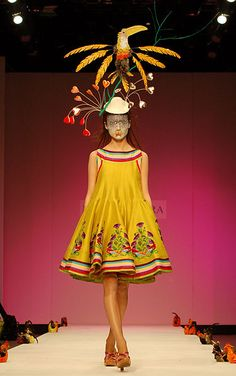 eStilo Caralho: Manish Arora - psychedelic colours and kitsch motifs