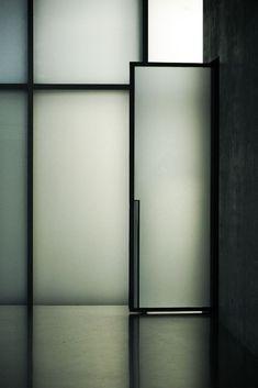 remash: kunsthaus bregenz | glass door ~ peter zumthor | eke miedaner photo via kazuya .i