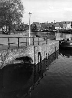 Haarlem, hoek Bakenesssergracht en het Spaarne, 40er jaren.