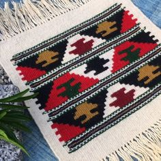 Cet article n'est pas disponible Tapestry Loom, Textile Tapestry, Weaving Designs, Weaving Projects, Loom Weaving, Hand Weaving, Corn Husk Crafts, Navajo Rugs, Couture Embroidery
