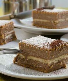 Cookies and Praline Dessert Recipe in Greek Greek Sweets, Greek Desserts, Greek Recipes, Sweets Recipes, Cake Recipes, Think Food, Happy Foods, Frozen Yogurt, No Bake Cake