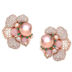 If you like our Peony Dawn suite then you will love our Peony Dusk earrings. Set with a stunning pair of metallic peach colour pearls, pink opals, emeralds and diamonds. Available from @harveynichols #london #sarahho #peony #dusk #pearls
